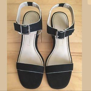 NWOT Elizabeth and James Ryann Low Heel Sandals